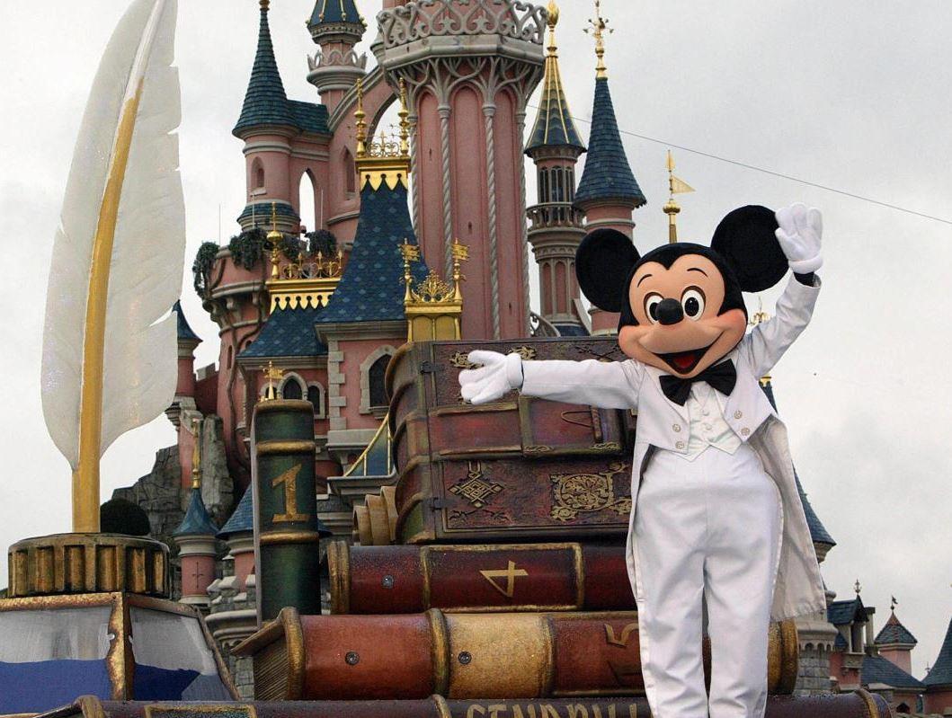 Disneyland (2) & Paris (2) (Pegasus Hava Yolları Tarifeli Seferi ile)
