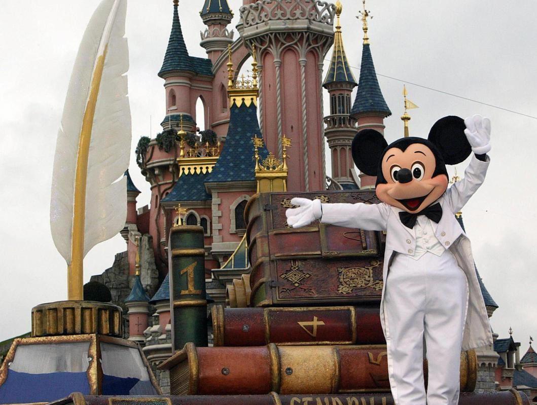 Disneyland (2) & Paris (2)(Atlas Global Hava Yolları Tarifeli Seferi ile )