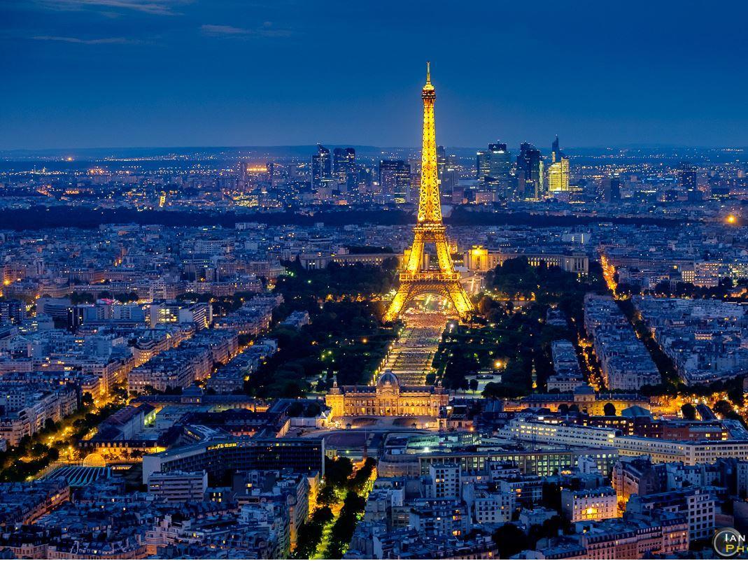 Paris (Atlas Global Hava Yolları ile )