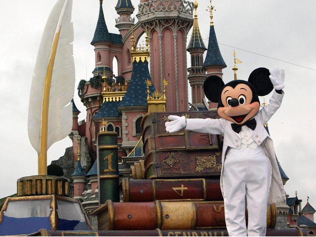 Disneyland (2) & Paris (2)(Atlas Global Hava Yolları Tarifeli Seferi ile )