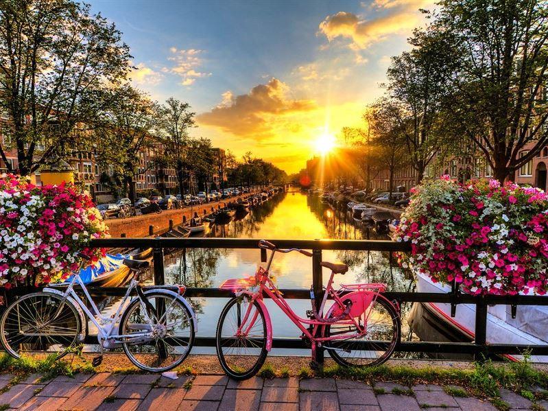 Büyük Ve Yeni Benelüx Paris Turu